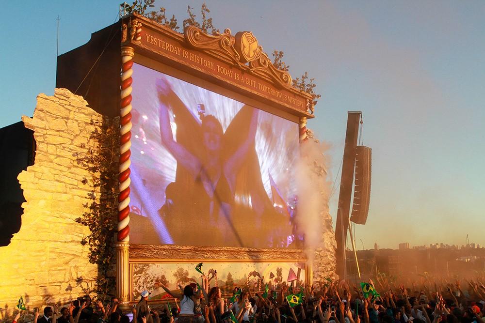 115- Decoração de palco para evento de lançamento Tomorrowland Brasil - IDT - 2014